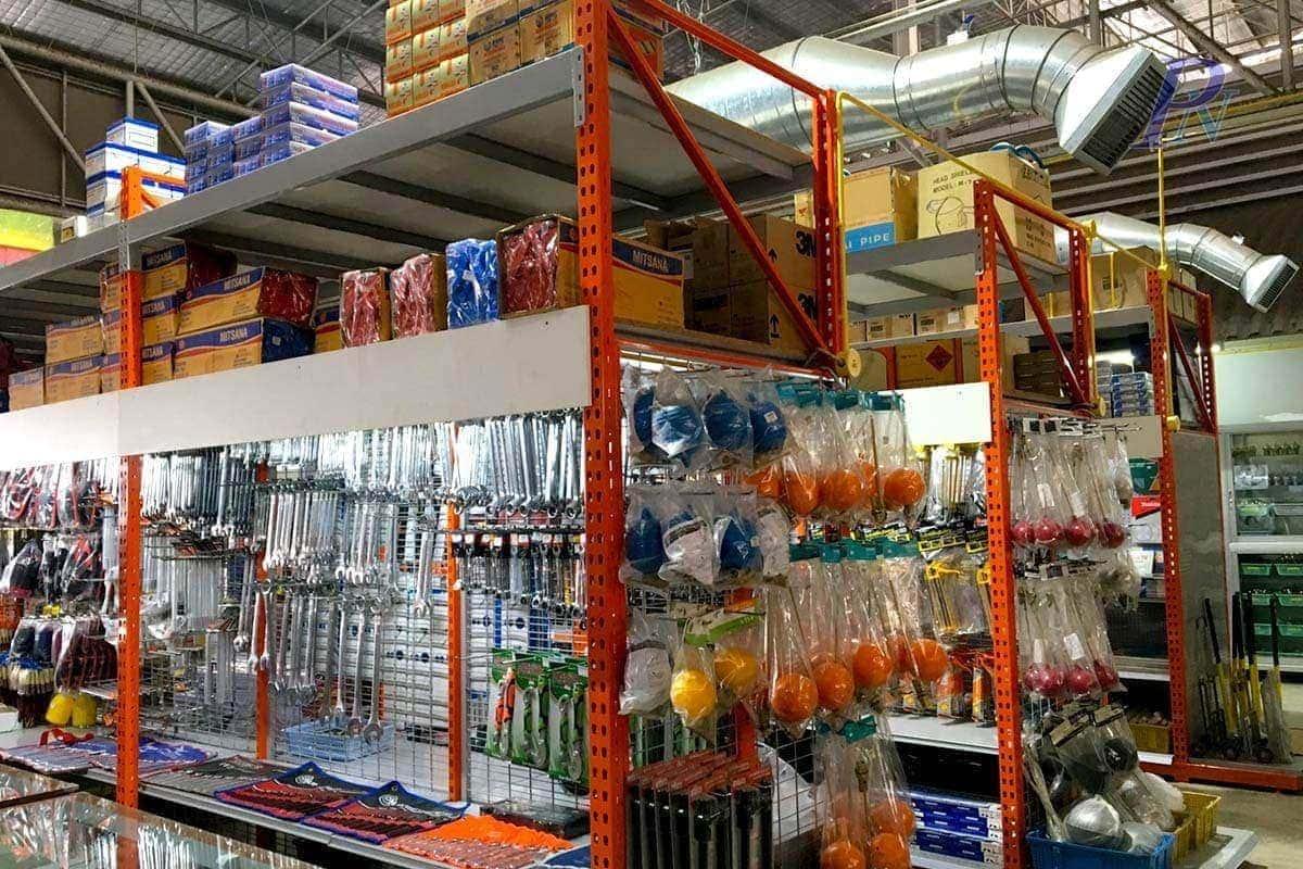 ชั้นวางสินค้าเครื่องมือช่างร้านตั้งฮวดหลี