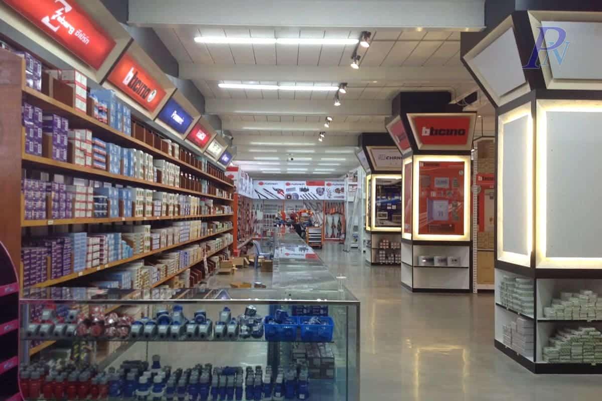 ชั้นวางสินค้าร้านอุปกรณ์ไฟฟ้า