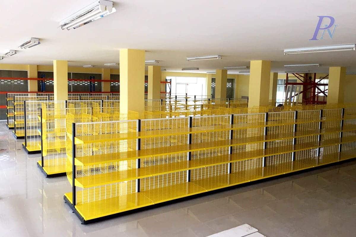 ร้านสีเหลืองชั้นวางเหลือง