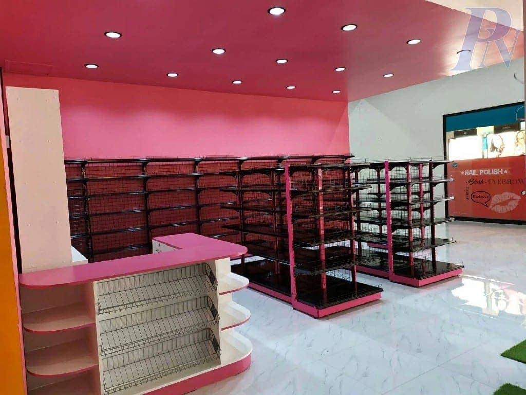 ดีไซน์ชั้นวางร้านค้าสีชมพู
