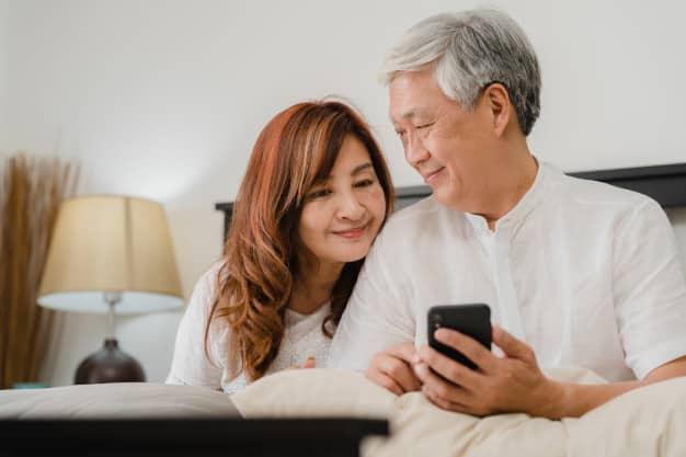 ผู้สูงวัยใช้สมาร์ทโฟน