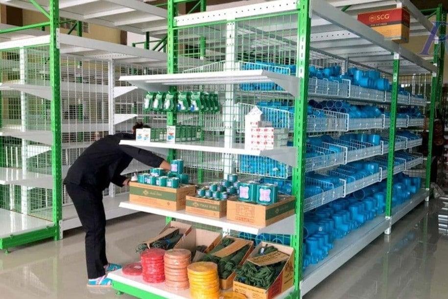 แร็ควางสินค้า ชั้นวางข้อต่อ PVC ร้านซีเอ็ม