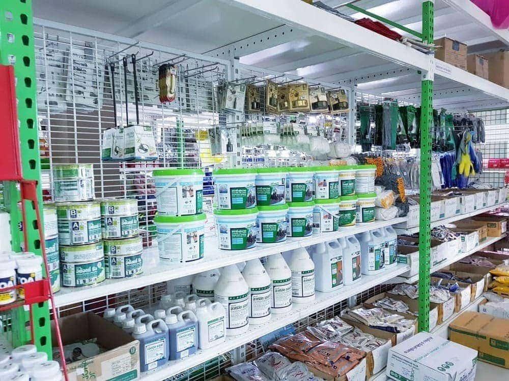 แร็ควางถังสีแบบหลากหลาย ร้านฮาร์ดแวร์โฮมบิซ