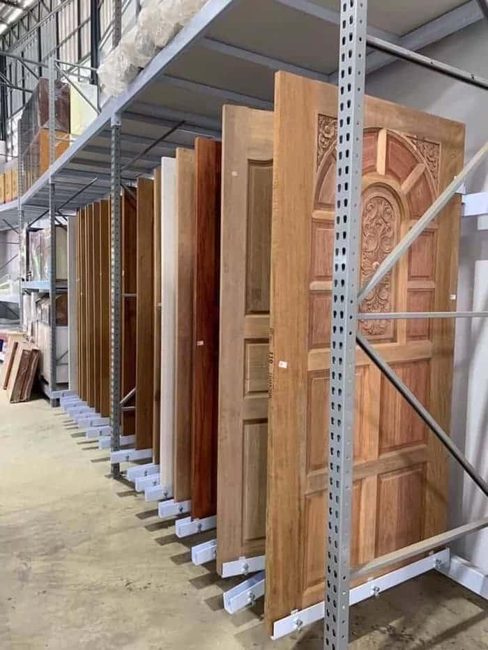 แร็ควางประตู ร้านเด่นเจริญวัสดุก่อสร้าง