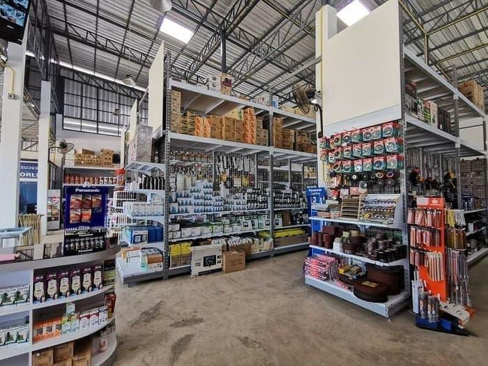 ชั้นวางสินค้าอุปกรณ์ก่อสร้าง ร้านเด่นเจริญ