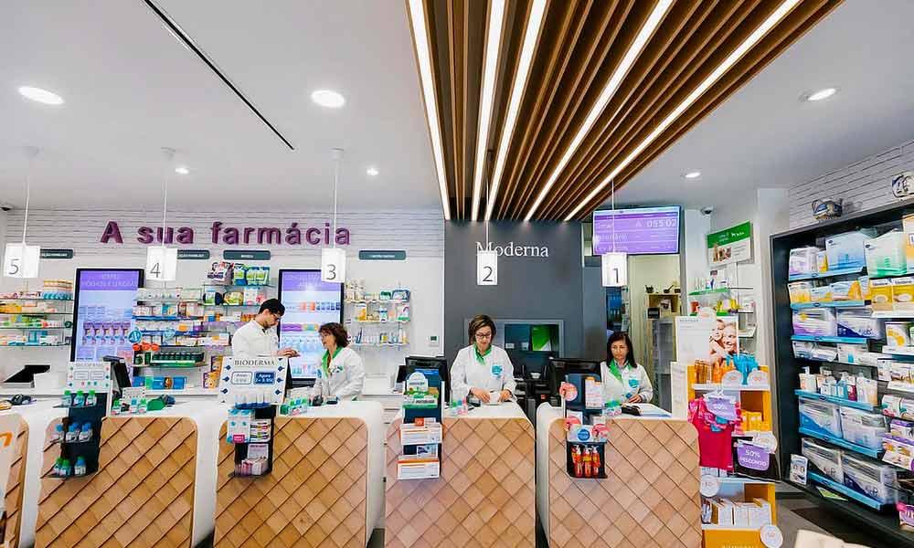 เคาน์เตอร์คิดเงินในแบบร้านขายยา Moderna
