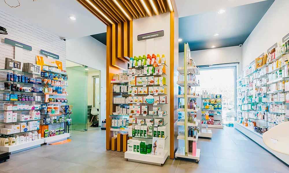 ชั้นวางสินค้าในแบบร้านขายยา Moderna