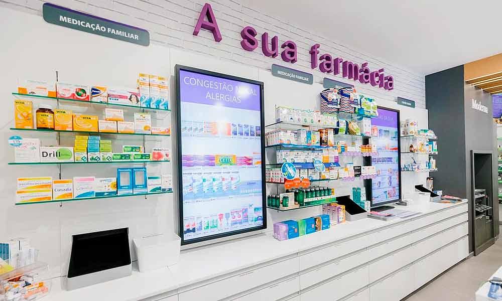 ผนังแบบร้านขายยา Moderna