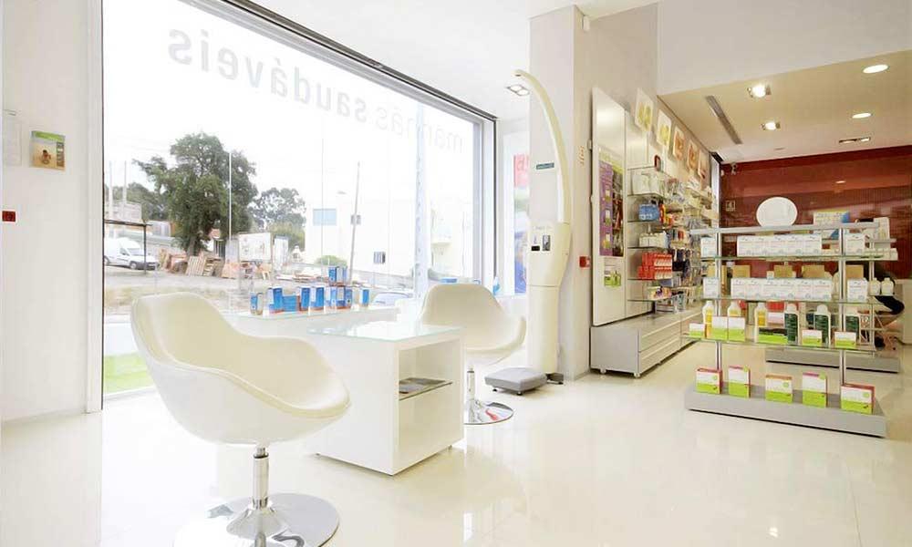 แบบภายในร้านขายยา Farmácia Saraiva