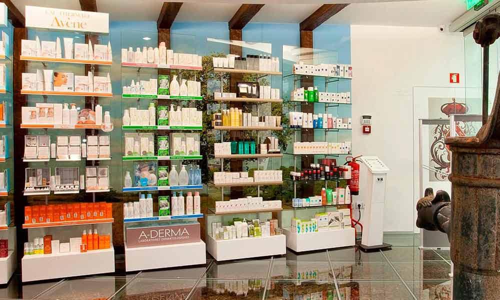 ชั้นวางสินค้าในร้านขายยา São Gonçalo
