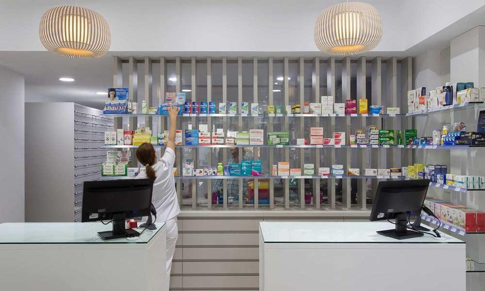 เคาน์เตอร์ร้านขายยา Farmacia Lic