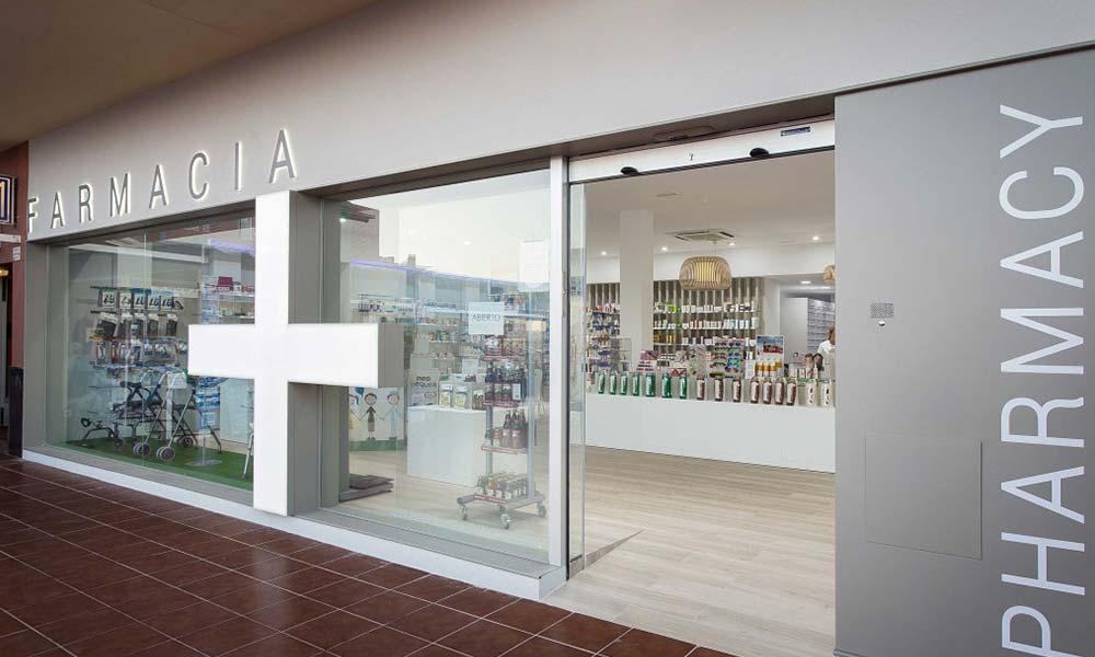 การออกแบบหน้าร้านขายยา Farmacia Lic