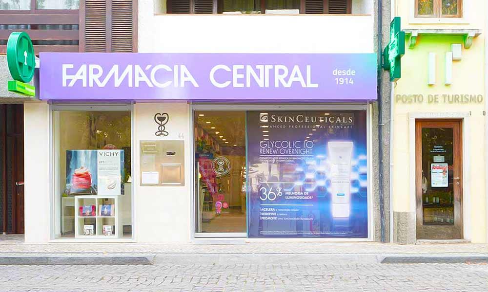 แบบร้านขายยา Farmácia Central หน้าร้าน