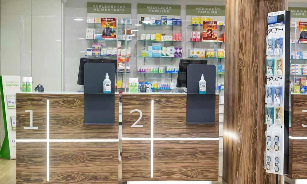 แบบร้านขายยา Farmácia Zeller เคาน์เตอร์คิดเงิน