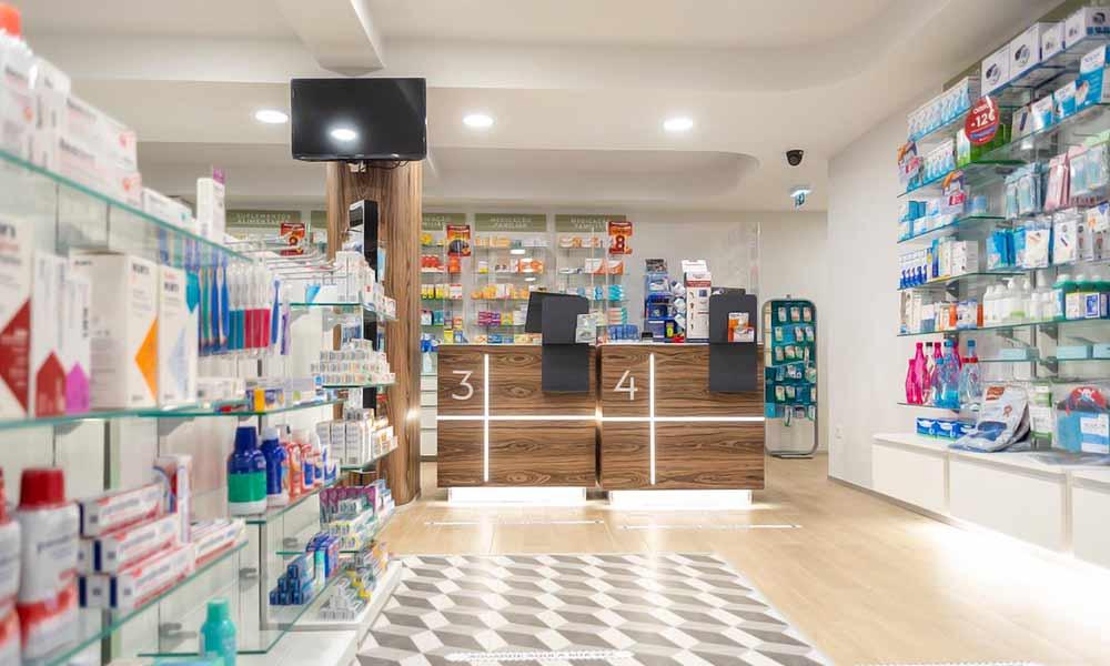 แบบร้านขายยา Farmácia Zeller ในร้าน
