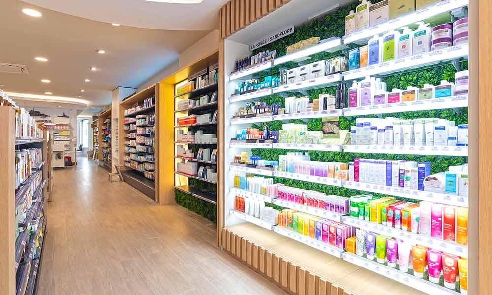 แบบร้านขายยา Pharmacie Du Pole sante ชั้นวางสินค้า