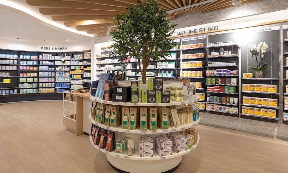 แบบร้านขายยา Pharmacie Du Pole sante ประดับด้วยต้นไม้