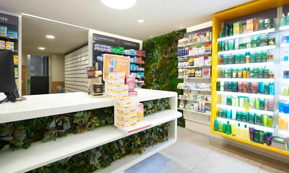 แบบร้านขายยา Soleil ที่ตกแต่งด้วยต้นไม้